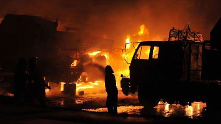 Attentat contre un convoi de l'Otan près d'Islamabad, au Pakistan, le 09 juin 2010 : sept morts (AFP/AAMIR QURESHI)