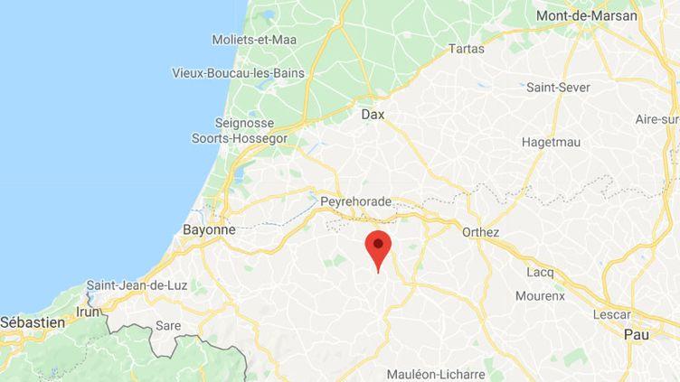 Un arbre tombé sur la voiture d'un homme à Ilharre, dans le Pays-Basque. (GOOGLE MAPS)