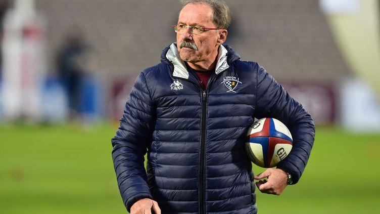 Le nouveau sélectionneur du XV de France, Jacques Brunel, le 18 novembre 2017 à Bordeaux (Gironde). (NICOLAS TUCAT / AFP)