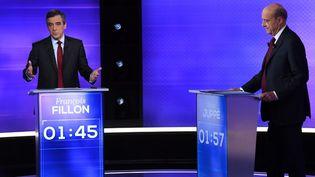 François Fillon et Alain Juppé lors du débat de l'entre-deux-tours, à Paris, le 24 novembre 2016. (ERIC FEFERBERG / AFP)