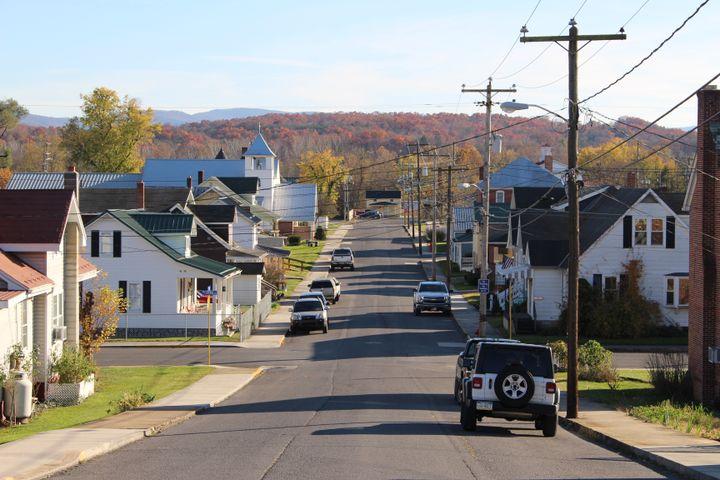 La ville de Petersburg dans le comté de Grant, en Virginie-Occidentale (Etats-Unis), le 8novembre2020. (ROBIN PRUDENT / FRANCEINFO)