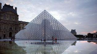 Le Louvre et sa pyramide (Paris, 26/08/2007)  (Manuel Cohen / AFP)