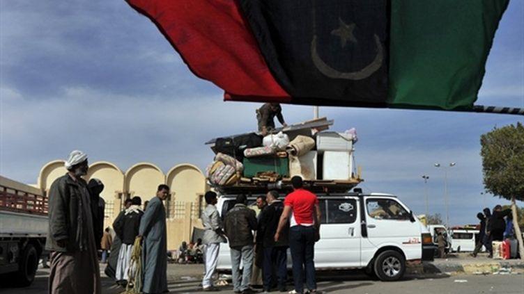 Réfugies libyens à la frontière égyptienne (16/3/2011) (AFP/ARIS MESSINIS)