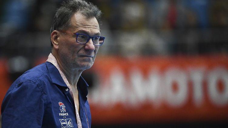 Le sélectionneur Olivier Krumbholz se laisse quelques heures de réflexion pour inclure une seizième joueuse à la liste (CHARLY TRIBALLEAU / AFP)