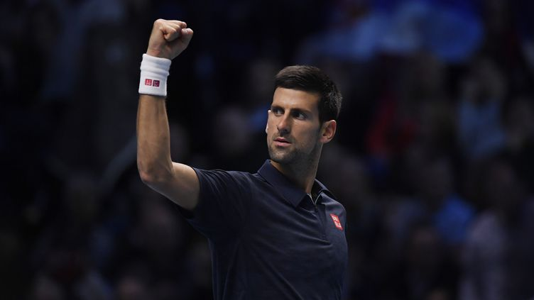 Le Serbe Novak Djokovic célèbre sa victoire contre Kei Nishikori en demi-finale des Masters de Londres, le 19 novembre 2016. (REUTERS)