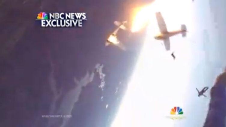 Capture d'écran d'une vidéo montrant un accident entre deux petits avions en vol, début novembre 2013, dans le Wisconsin. (YOUTUBE)
