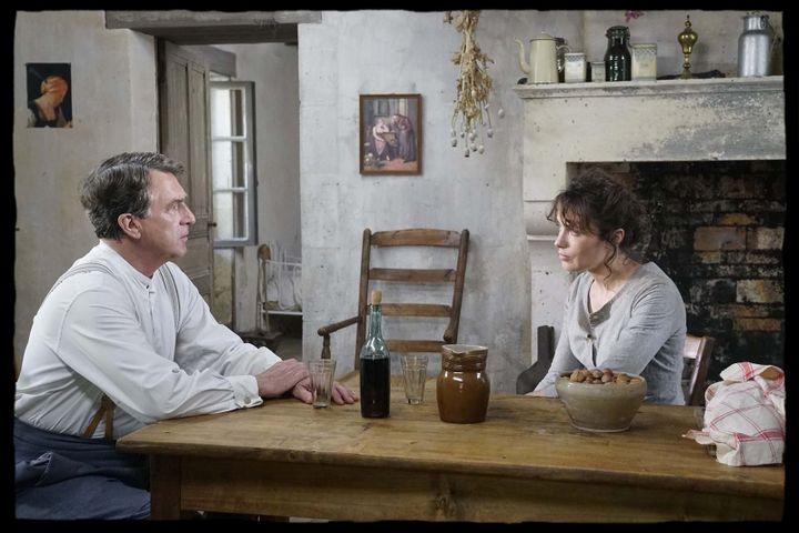 """François Cluzet et Sophie Verbeeck dans """"Le Collier rouge"""" de Jean Becker  (Apollo Films)"""