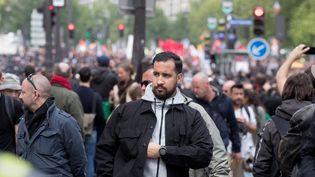 Vincent Crase (à gauche) et Alexandre Benalla lors d'une manifestation à Paris, le 1er mai 2018. (PHILIPPE WOJAZER / REUTERS)