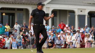 Phil Mickelson a le sourire, il mène après trois manches au Championnat PGA. (JAMIE SQUIRE / GETTY IMAGES NORTH AMERICA)