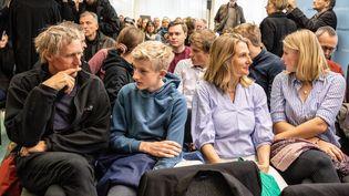 La famille Backsen (Sophie, à l'extrème droite) au tribunal administratif de Berlin, poursuivent le gouvernement allemand sur sa politique climatique, le 31 octobre 2019. Photo d'illustration. (OMER MESSINGER / EPA / MAXPPP)