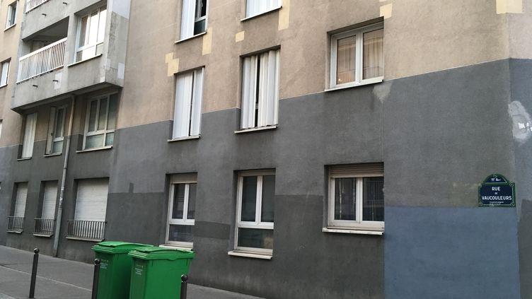 La rue de Vaucouleurs, dans le 11e arrondissement de Paris, où s'est produit le meurtre de Sarah Halimi, une retraitée juive, la nuit du 3 au 4 avril 2017. (CATHERINE FOURNIER / FRANCEINFO)