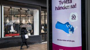 Campagne d'affichage à Stockholm pour inciter les Suédois à se laver les mains en raison de l'épidémie de coronavirus, le 18 mars 2020 (JONATHAN NACKSTRAND / AFP)