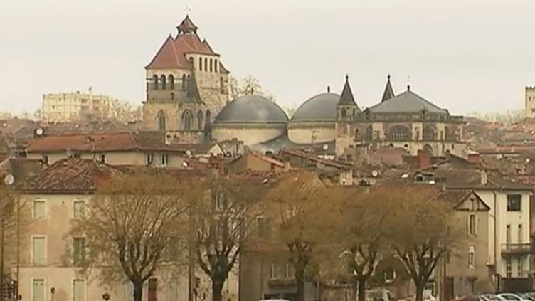 Le maire de Cahors (Lot) a décidé de prendre plusieurs mesures pour revitaliser le centre-ville et y attirer la jeunesse. (FRANCE 3)
