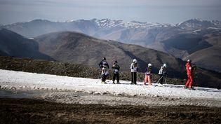 Un cours de ski, le 15 février 2020 à Superbagnères (Haute-Garonne). (ANNE-CHRISTINE POUJOULAT / AFP)