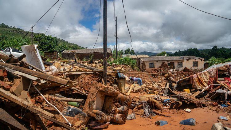 Les dégâts après le passage du cyclone Idai au Zimbabwe, le 19 mars 2019. (ZINYANGE AUNTONY / AFP)