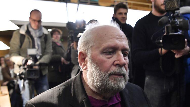 L'ancien prêtre Bernard Preynat au premier jour de son procès devant le tribunal correctionnel de Lyon (Rhône), le 13 janvier 2020. (PHILIPPE DESMAZES / AFP)
