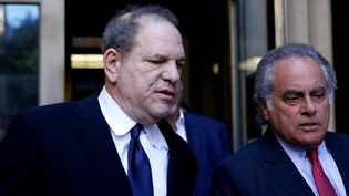 Le producteur Harvey Weinstein, accompagné de son avocat à New York, le 9 juillet  (ATILGAN OZDIL / ANADOLU AGENCY)