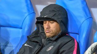 Neymar, la star du PSG, dépité après la défaite de son club face à Rennes, en finale de la Coupe de France, le 27 avril 2019 au Stade de France à Saint-Denis (Seine-Saint-Denis). (STEPHANE VALADE / AFP)