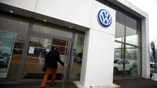 Un concessionaire Volkswagen à Belfort. Photo d'illustration. (LIONEL VADAM  / MAXPPP)