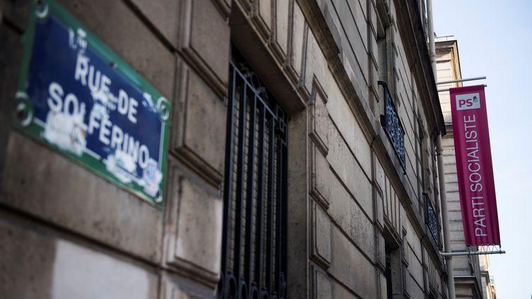 Le Parti socialiste aannoncé la ventedeson siège, situé rue de Solférino à Paris, le 19 septembre 2017. (MARTIN BUREAU / AFP)