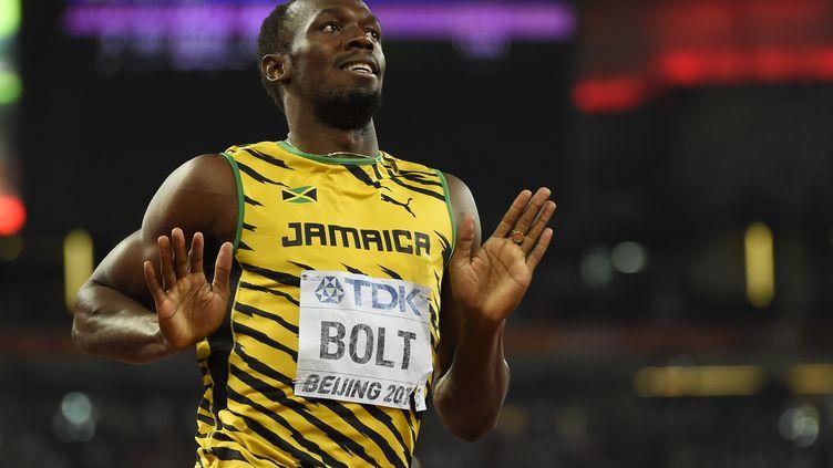 Usain Bolt célèbre sa victoire dans l'épreuve du 200 m, lors desMondiaux d'athlétisme de Pékin (Chine), le 27 août 2015. (OLIVIER MORIN / AFP)