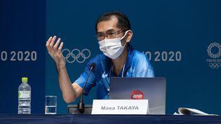 Le porte-parole du Comité d'organisation des Jeux de Tokyo,Masa Takaya, lors d'une conférence de presse le 18 juillet 2021 (DU YU / XINHUA)