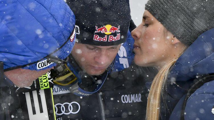 Le skieur français Alexis Pinturault consolé par sa compagne Romane Faraut (FABRICE COFFRINI / AFP)