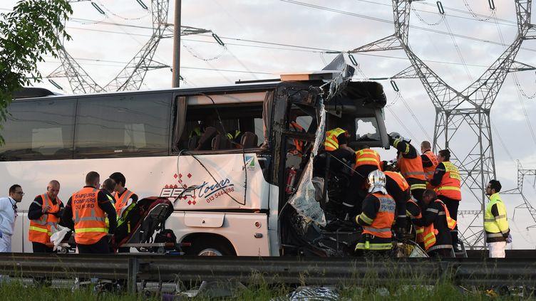 L'accident de busprès de Graveline, le 1er juin 2017. (MAXPPP)