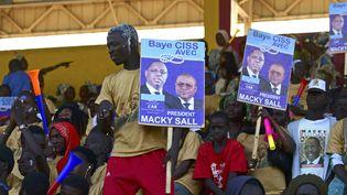 Partisans du président du Sénégal sortant, Macky Sall, pendant un meeting électoral à Kaolack (centre ouest du Sénégal) le 12 février 2019. (SEYLLOU / AFP)