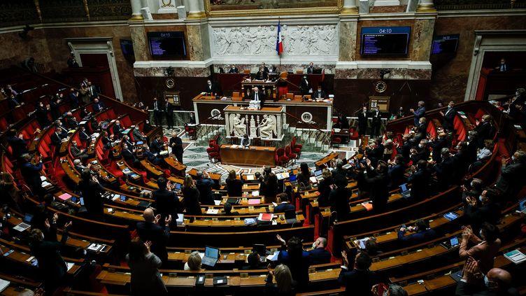 La proposition de loi pour le droit à une fin de vie libre et choisie examinée à l'Assemblée nationale, jeudi 8 avril 2021. (THOMAS PADILLA / MAXPPP)