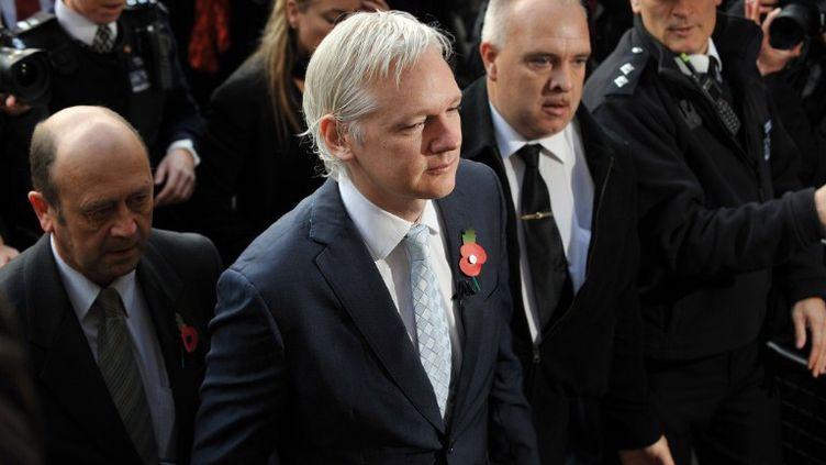 Le fondateur de WikiLeaks, Julian Assange, devant la Haute Cour de justice de Londres (Royaume-Uni), le 2 novembre 2011. (BEN STANSALL / AFP)