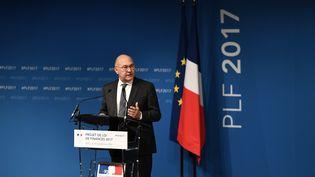Michel Sapin,ministre de l'Economie et des Finances,lors de la présentation à la presse du projet de loi de finances 2017, le 28 septembre 2016 à Bercy. (CHRISTOPHE ARCHAMBAULT / AFP)
