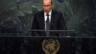 Le président russe, Vladimir Poutine, s'exprime face à l'assemblée générale des Nations unies, à New York (Etats-Unis), le 28 septembre 2015. (TIMOTHY A. CLARY / AFP)