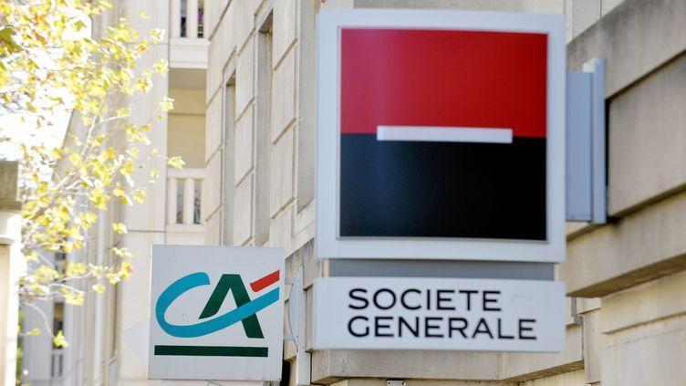 Deux enseignes bancaires à Montpellier, le 9 novembre 2017. (MICHAEL ESDOURRUBAILH / MAXPPP)