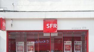 Un magasin SFR le 20 mars 2017. (MAXPPP)