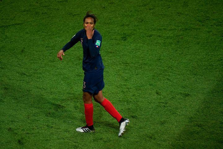 La défenseuse française Wendie Renard après la victoire de la France contre la Corée du Sud lors du match d'ouverture de la Coupe du monde féminine au Parc des Princes, vendredi 7 juin 2019. (KENZO TRIBOUILLARD / AFP)