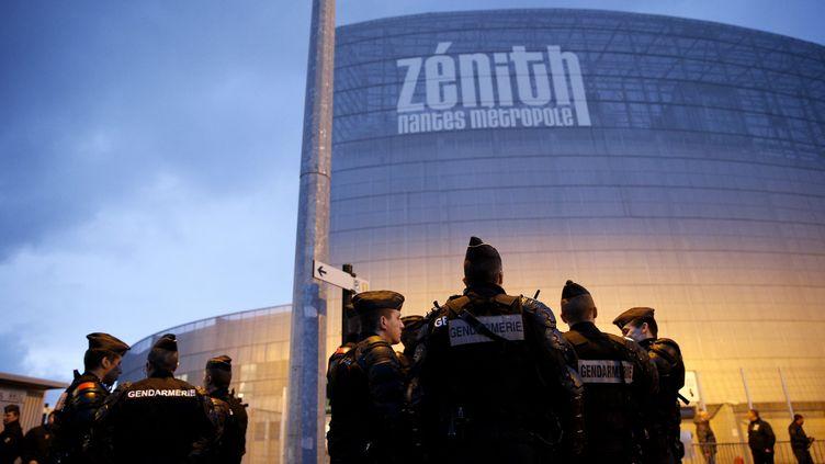 Les forces de l'ordre devant le Zénith de Nantes (Loire-Atlantique), où Dieudonné devait se produire, le 9 janvier 2014. (MAXPPP)
