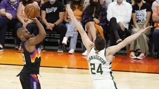 Chris Paul (Phoenix Suns) a marqué32 points lors du premier match de la finale NBA face aux Milwaukee Bucks. (CHRISTIAN PETERSEN / Getty Images via AFP)