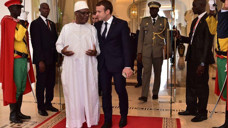 Emmanuel Macron et le président malien, Ibrahim Boubacar Keita, le 2 juillet 2017 à Bamako (Mali). (CHRISTOPHE ARCHAMBAULT / AFP)