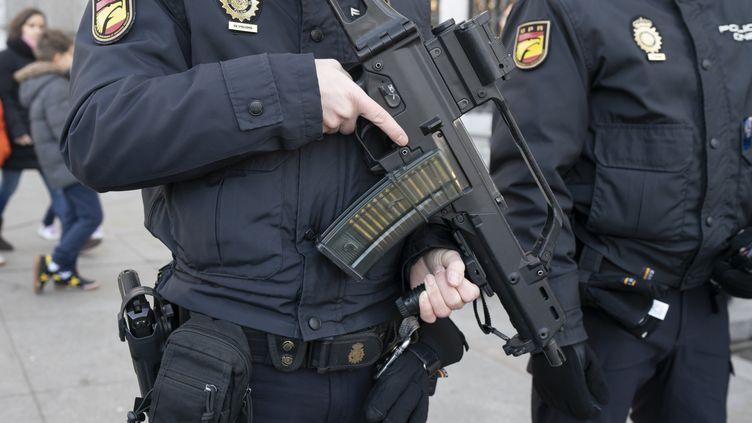 Des policiers espagnols à Madrid, le 4 janvier 2018. (OSCAR GONZALEZ / AFP)