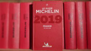 Faut-il payer pour être dans le guide Michelin ? Un restaurateur radié s'interroge (COMPLÉMENT D'ENQUÊTE/FRANCE 2)
