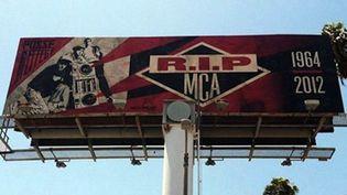 L'hommage de Shepard Fairey à MCA sur Sunset Boulevard, Los Angeles.  (Shepard Fairey - Jason May)