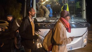 """Une semaine après leur arrivée à Cancale en Ille-et-Vilaine, des migrants témoignent de l'accueil reçu et de leur satisfaction d'avoir quitté la """"jungle"""" de Calais. (PHILIPPE CHEREL / MAXPPP)"""