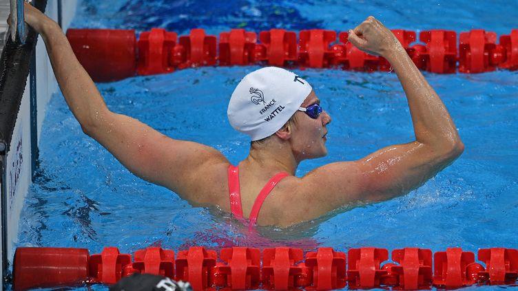 La joie de Marie Wettel après sa performance en demi-finale du 100m papillon, le 25 juillet (OLI SCARFF / AFP)