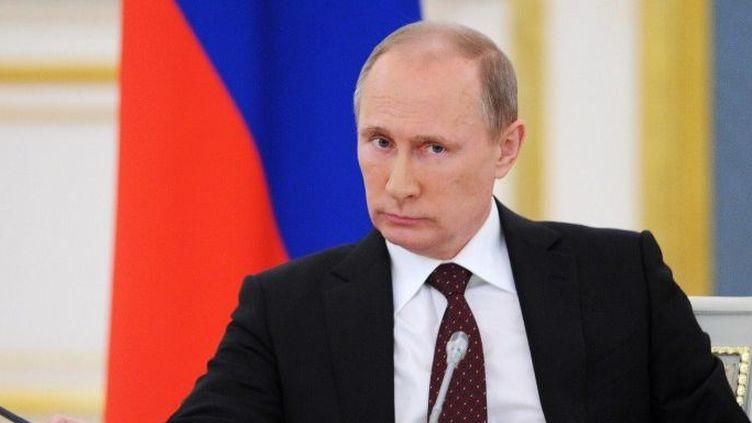 Vladimir Poutine lors d'un conseil présidentiel pour la culture et les arts, le 2 octobre 2013 au Kremlin, à Moscou,alors qu'Elton John a prévu de protester contre la loi anti-gay sur scène lors de ses concerts en Russie, prévus en décembre 2013. (ALEXEI NIKOLSKY / RIA-NOVOSTI / AFP)