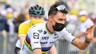 Le champion du monde, Julian Alaphilippe, ici à l'occasion de la présentation des équipes du Tour de France 2021, jeudi 24 juin. (DAVID STOCKMAN / BELGA MAG / AFP)