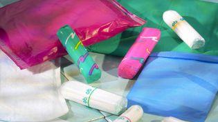 Les députés se sont opposés à la réduction de la TVA sur les tampons, serviettes hygiéniques et coupes menstruelles. (MANCEAU / BSIP / AFP)