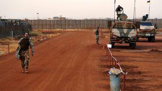 Des militaires français de l'opération Barkhane, opérant en Mauritanie, au Mali, au Niger, au Tchad et au Burkina Faso, le 3 mai 2016. (MAXPPP)