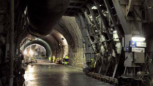 Des engins percent et creusent le 15 septembre 2008 sur le chantier de la descenderie de Saint-Martin-la-Porte, sur le tracé de la future ligne du TGV Lyon-Turin, qui comprend la construction d'un tunnel de plus de 52 km de long, dont 12 km en territoire italien, d'ici 2023. (JEAN-PIERRE CLATOT / AFP)