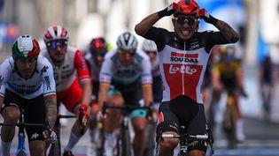 La joie de Caleb Ewan, vainqueur de la 5e étape du Giro, mercredi 12 mai 2021. (DARIO BELINGHERI / AFP)